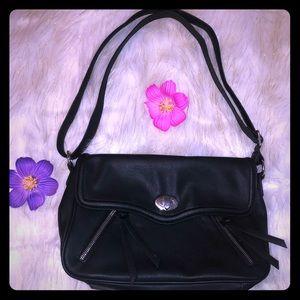 ❤️2/$20 Blk Cato leather purse w/adjustable strap